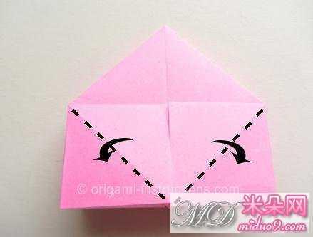 在完成了折叠之后,我们得到的折纸模型样式是如图所示的,可以看到这个